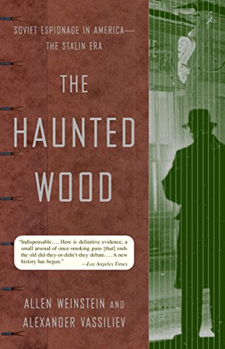 9780375755361: The Haunted Wood: Soviet Espionage in America - The Stalin Era (Modern Library Paperbacks)