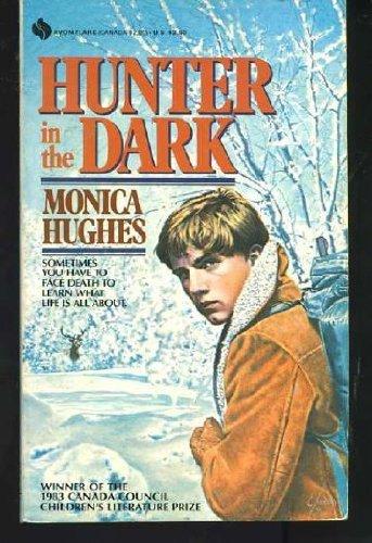 9780380677023: Hunter in the Dark