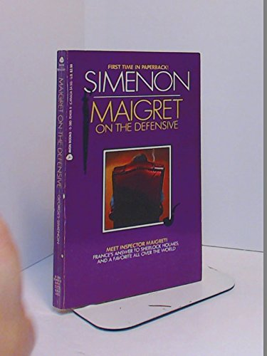 9780380704095: Maigret on the Defensive