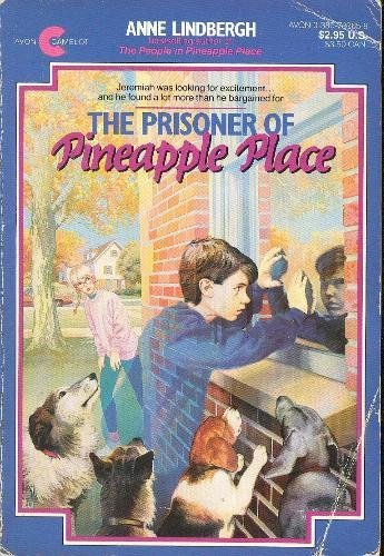 9780380707652: The Prisoner of Pineapple Place