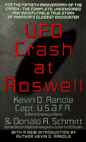 9780380761968: UFO Crash at Roswell