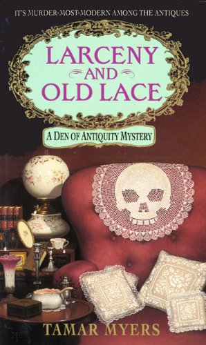 9780380782390: Larceny and Old Lace (Den of Antiquity)