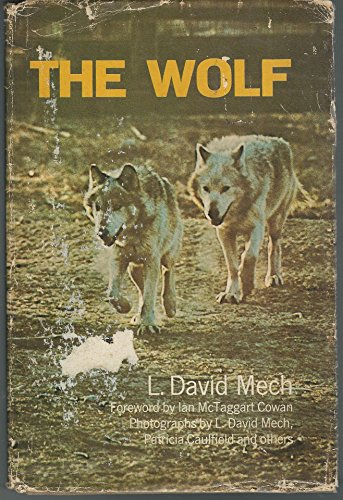 9780385086608: The Wolf: The Ecology and Behavior of an Endangered Species,
