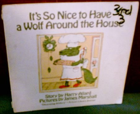 9780385151887: It's So Nice to Have a Wolf Around the House