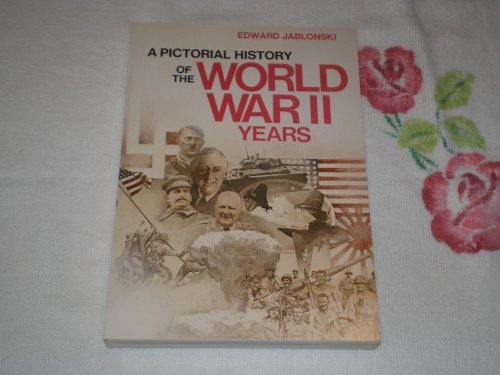 9780385185530: A Pictorial History of the World War II Years