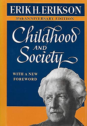 9780393022957: Childhood and Society