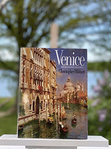 9780393026764: Venice: The Biography of a City