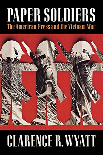 9780393353877: Paper Soldiers: The American Press and the Vietnam War