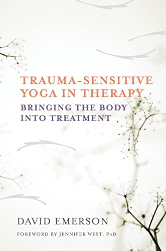 9780393709506: Trauma-Sensitive Yoga in Therapy: Bringing the Body Into Treatment