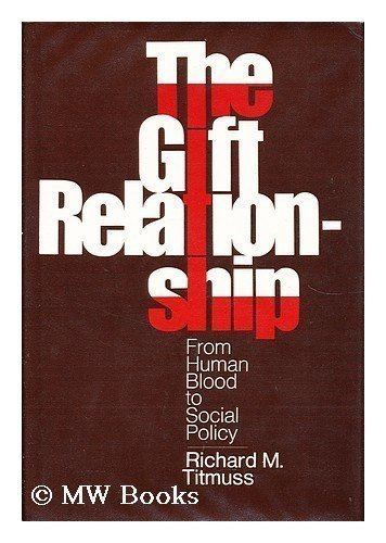 9780394426303: The gift relationship; from human blood to social policy