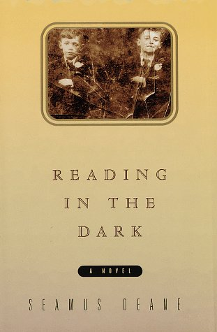 9780394574400: Reading in the Dark
