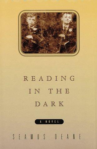 9780394574400: Reading in the Dark