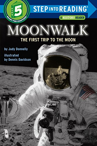 9780394824574: Moonwalk: The First Trip to the Moon (Step-Into-Reading, Step 5)