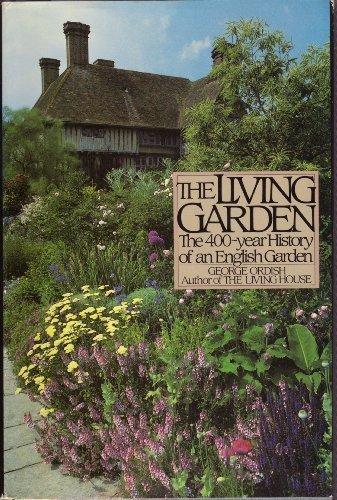 9780395387801: The Living Garden: The 400-year History of an English Garden