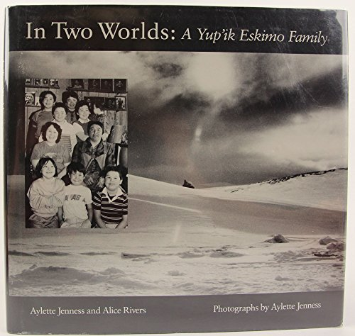 9780395427972: In Two Worlds: A Yu'pik Eskimo Family