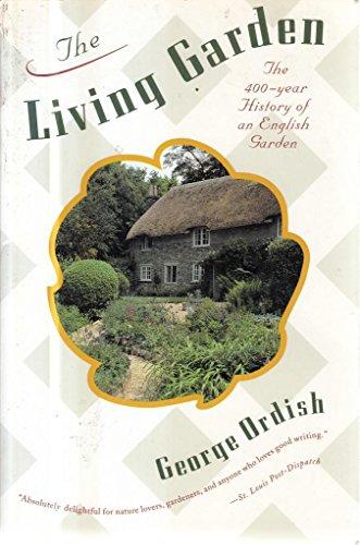 9780395637708: The Living Garden: The 400-Year History of an English Garden