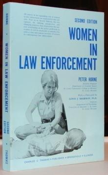 9780398040307: Women in Law Enforcement