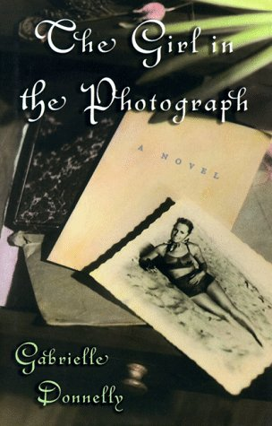 9780399144172: The Girl in the Photograph