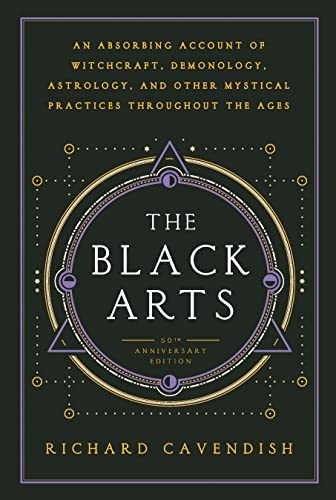 9780399500350: The Black Arts: An Absorbing Account of Witchcraft, Demonology, Astrology and Other Mystical Practices Throughout the Ages