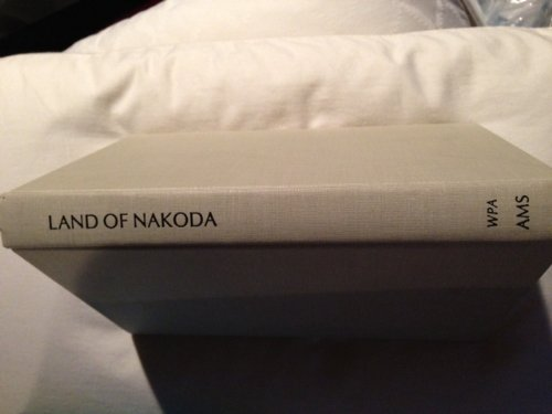 9780404579340: Land of Nakoda: The Story of the Assiniboine Indians (Amer. Guide Ser.)