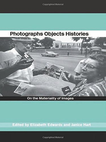 9780415254410: Photographs Objects Histories: On the Materiality of Images (Material Cultures)