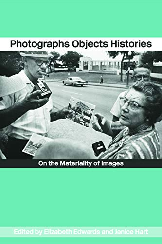 9780415254427: Photographs Objects Histories: On the Materiality of Images (Material Cultures)