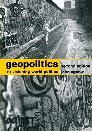 9780415310079: Geopolitics Re-Visioning World Politics