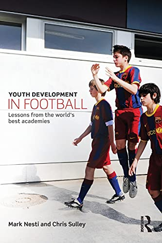 9780415814997: Youth Development in Football: Lessons from the world's best academies