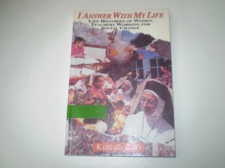 9780415904032: I Answer with My Life: Life Histories of Women Teachers Working for Social Change (Critical Social Thought)