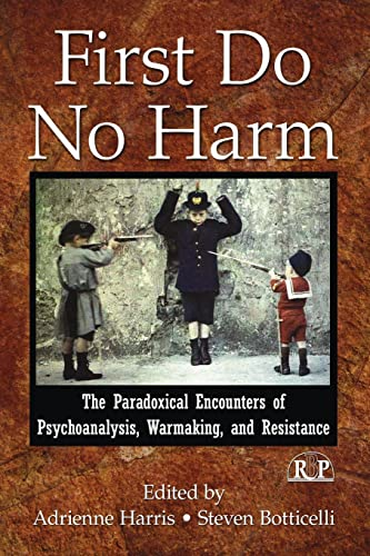9780415996495: First Do No Harm: The Paradoxical Encounters of Psychoanalysis, Warmaking, and Resistance (Relational Perspectives Book Series)