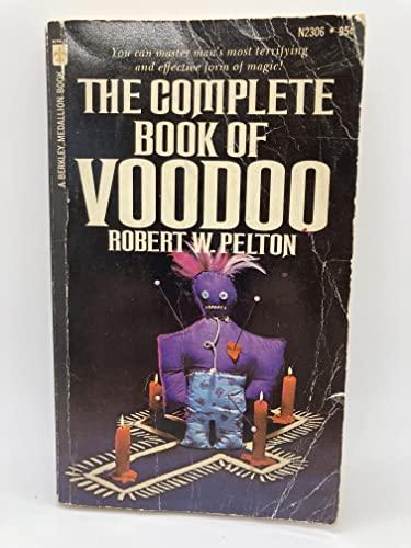 9780425023068: The Complete Book of Voodoo