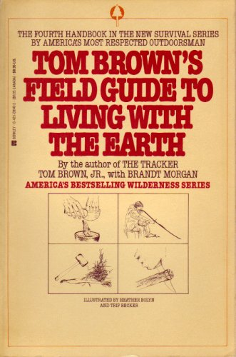 9780425072134: Tom Brown's Field Guide to Living With the Earth