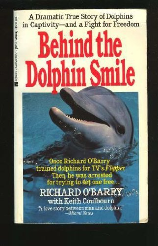 9780425129029: Behind Dolphin Smile