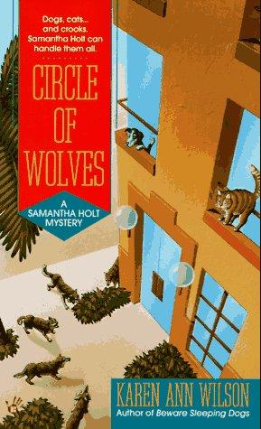9780425157800: Circle of wolves: a samantha holt mystery