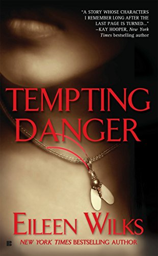 9780425198780: Tempting Danger (The World of the Lupi, Book 1)