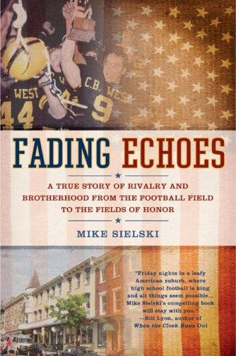 9780425229743: Fading Echoes: A True Story of Rivalry and Brotherhood from the Football Field to theFields of Honor