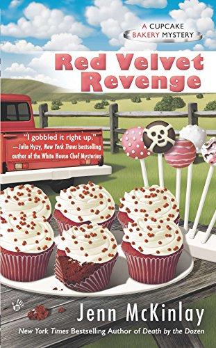Red Velvet Revenge (Cupcake Bakery Mystery): McKinlay, Jenn