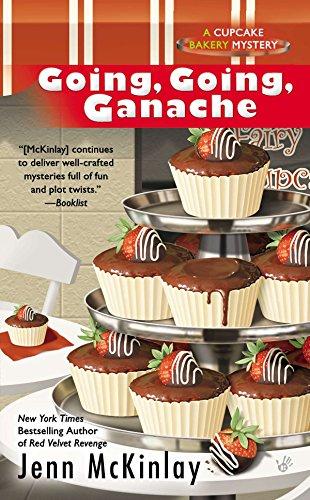 Going, Going, Ganache (Cupcake Bakery Mystery): McKinlay, Jenn
