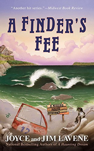 A Finder's Fee (A Missing Pieces Mystery): Lavene, Joyce and