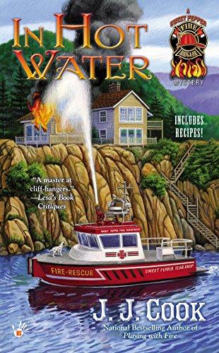 9780425252628: In Hot Water (Berkley Prime Crime)