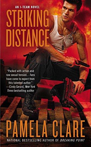 9780425257357: Striking Distance (I-Team Novel)