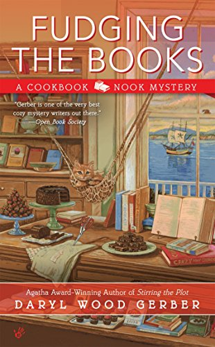 9780425279403: Fudging the Books (A Cookbook Nook Mystery)