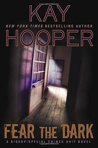 9780425280720: Fear the Dark (A Bishop/SCU Novel)