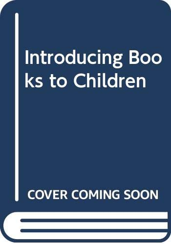 9780435802615: Introducing Books to Children