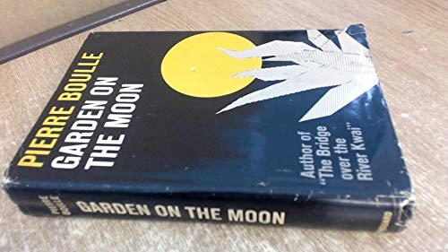9780436058035: Garden On The Moon