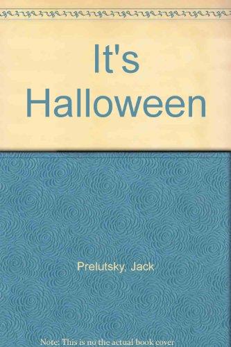 9780437676641: It's Halloween