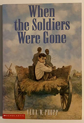 9780439104029: When the soldiers were gone