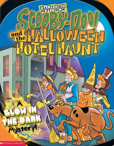 9780439117685: Scooby-Doo and the Halloween Hotel Haunt: A Glow in the Dark Mystery!