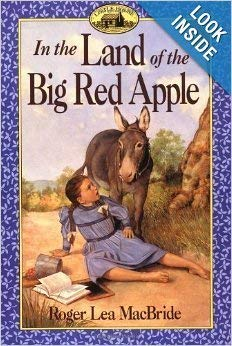 9780439154376: In the land of the big red apple