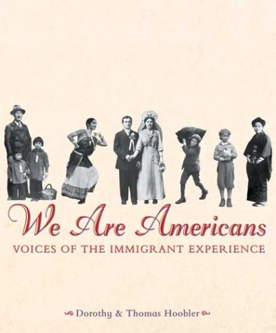 9780439162975: We Are Americans: Voices Of The Immigrant Experience